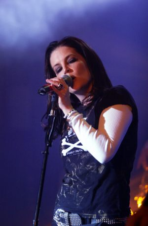 lisa_marie_presley_much_more_music_live
